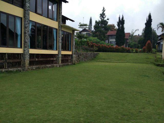 Villa halaman luas di Lembang